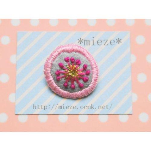 他の写真1: まるくて可愛い刺繍のブローチ