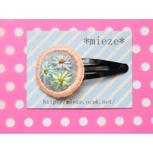 他の写真1: まるくて可愛い刺繍のヘアピン