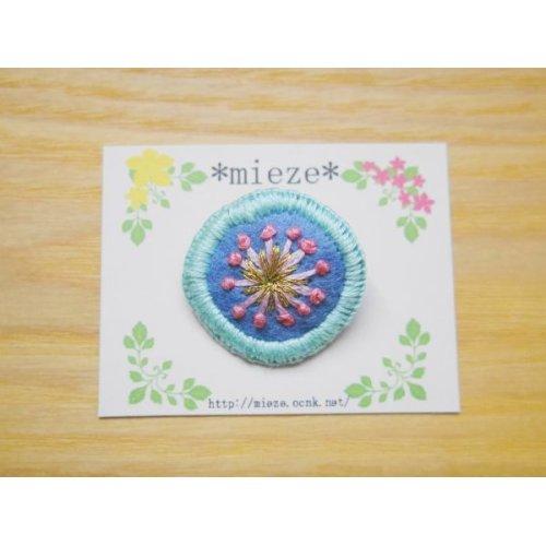 他の写真1: #005 まるくて可愛い刺繍のブローチ