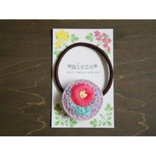 他の写真1: #B04 お花刺繍のフェルトヘアゴム