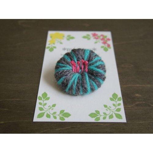 他の写真2: 毛糸と刺繍のまるブローチ