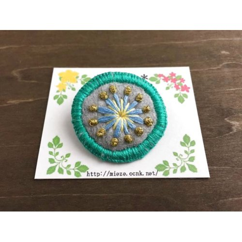 他の写真2: #001 まるくて可愛い刺繍のブローチ